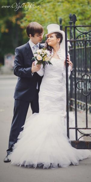 Свадебный белый цилиндр с фатой для невысокой невесты