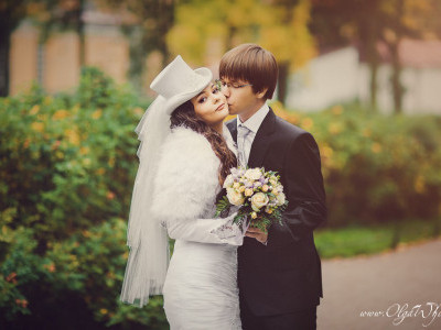 Свадебный midi-цилиндрик с фатой для невесты