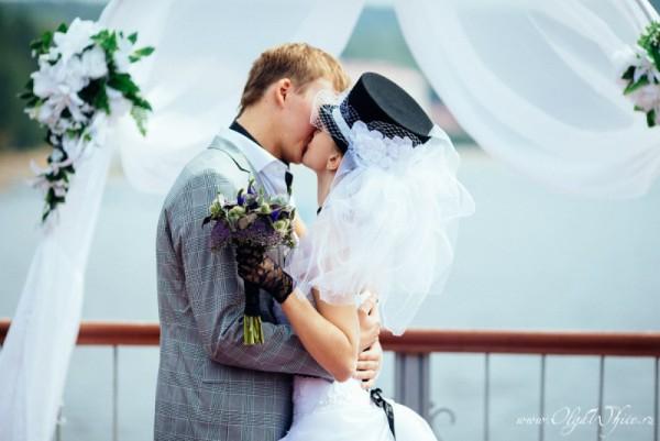 Цилиндр с фатой на свадьбе - фото невесты
