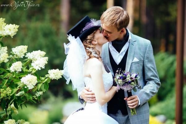 Цилиндр с фатой на свадьбу. Фото невесты