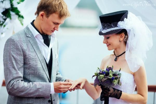 Цилиндр с фатой на свадьбу - фото невесты