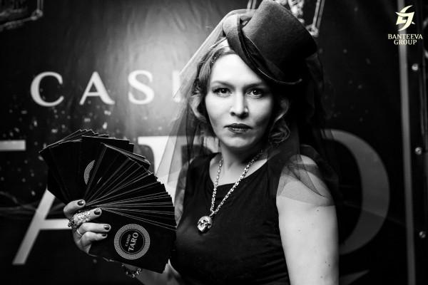 Шляпа цилиндр на сильнейшем экстрасенсе Наталье Бантеевой