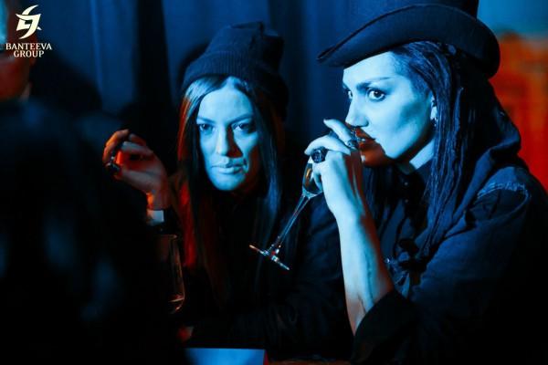 Волшебницы и стилисты: Катя Стул в цилиндре и Марина Москалева. Казино Таро на Halloween