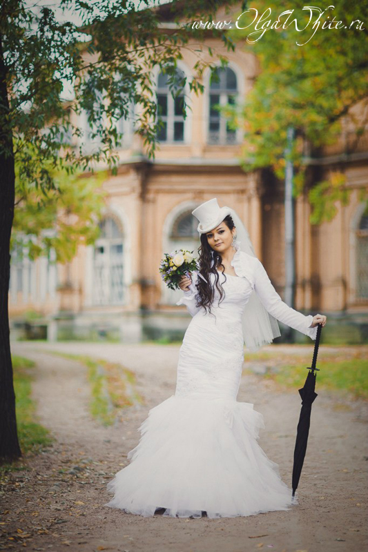 Платье свадебное со шляпкой