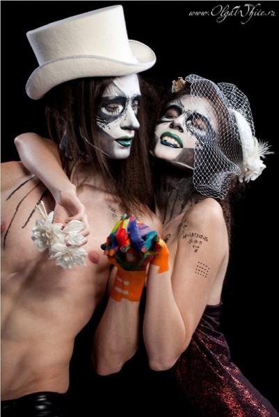 Готическая-стимпанк свадьба. Фотосессия в мужском белом цилиндре и шляпка-таблетка с вуалью на невесте
