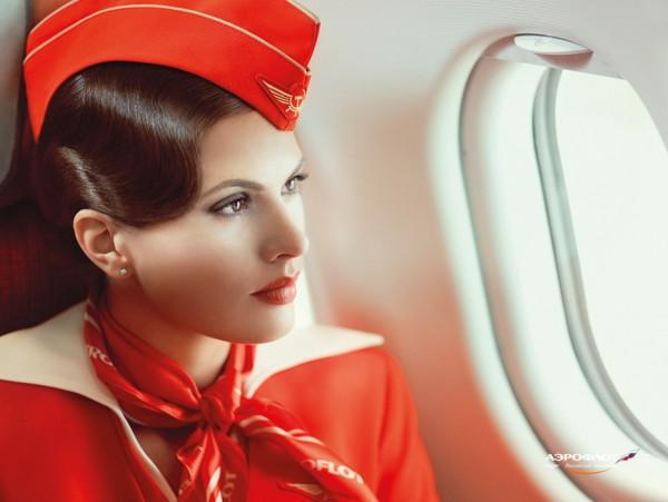 Стюардесса Аэрофлота в шляпке-пилотке