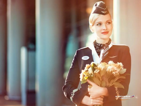 Фото стюардессы в шляпке-пилотке