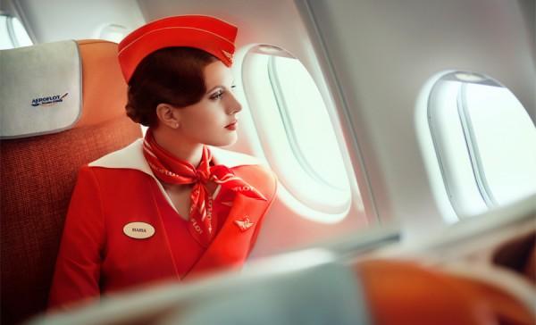 Фото стюардессы Аэрофлота в шляпке-пилотке