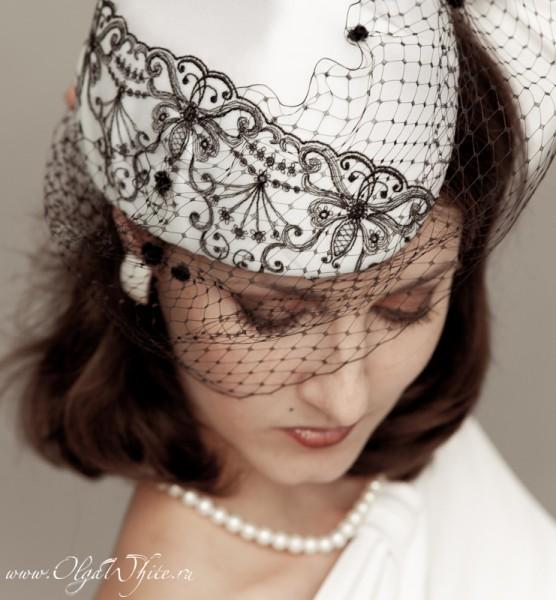 Белая свадебная шляпка-пилотка с черным кружевом. Купить.