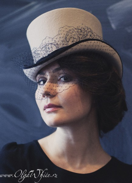 Бежевый женский цилиндр с черной вуалью. Купить в интернет-магазине шляп