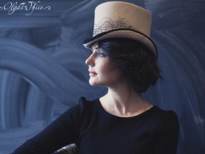 Женская шляпка - бежевый цилиндр с вуалью