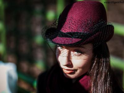 """Бордовая шляпка """"Анна Каренина"""" с черной вуалью"""