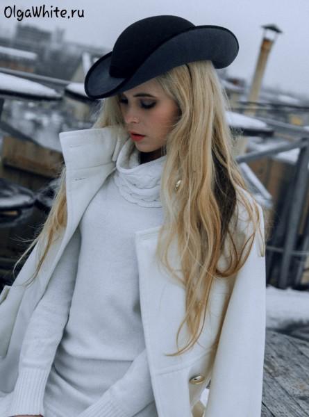 Черная серая фетровая женская шляпа купить к белому пальто