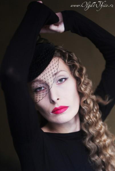 Черная вечерняя бархатная шляпка-таблетка с вуалью. Купить в интернет-магазине шляп