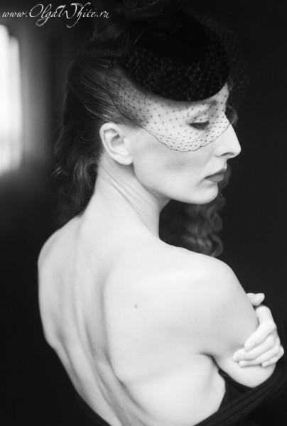 Черная вечерняя шляпка-таблетка с вуалью