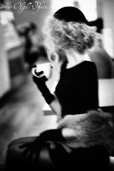 Черная фетровая женская шляпка-беретка. Фотосессия в ретро-стиле
