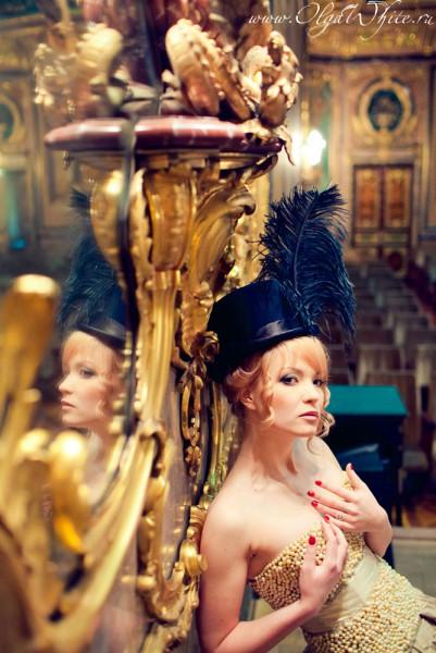 Черный женский цилиндр с перьями. Купить шляпу-цилиндр