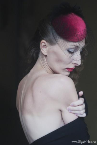Красная шляпка-таблетка с вуалью. купить в интернет-магазине