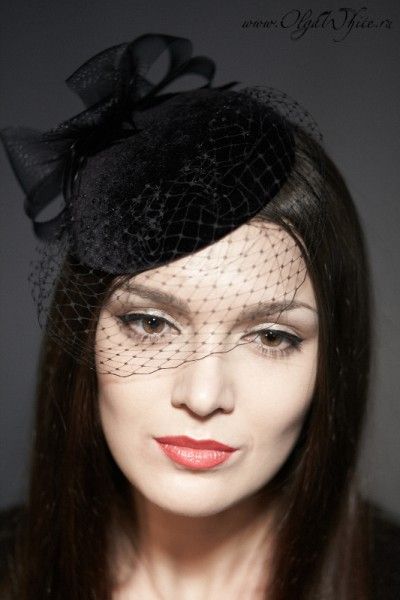 Черная шляпка-таблетка с вуалью на заказ