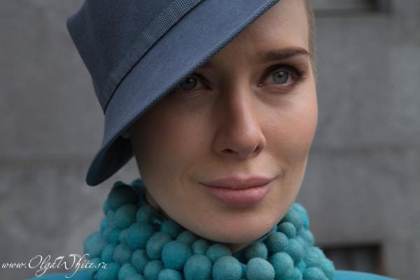 Сера фетрова женская дизайнерская шляпка с полями