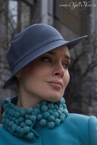 Серая дизайнерская женская шляпа с небольшими полями
