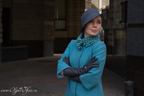 Серая женская фетрова дизайнерская шляпка с полями
