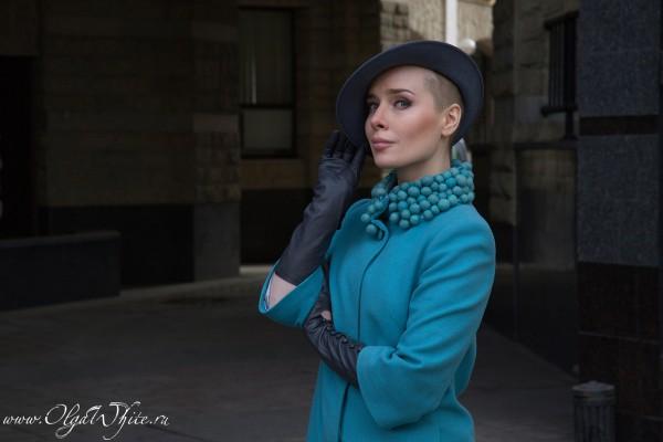 Серая дизайнерская женская шляпка с полями