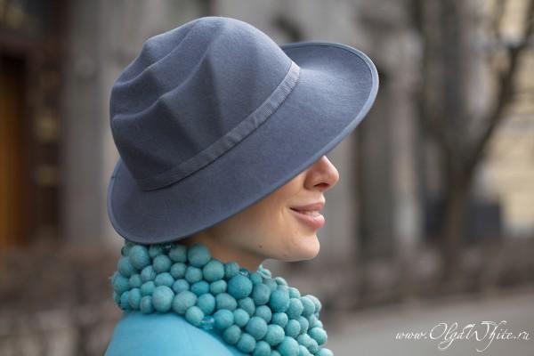 Серая фетровая дизайнерская шляпа с полями