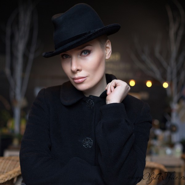 Женская шляпа в стиле Чикаго на девушке