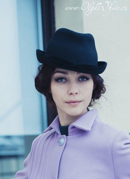 Шляпка черная женская фетровая с маленькими загнутыми вверх полями. Купить.