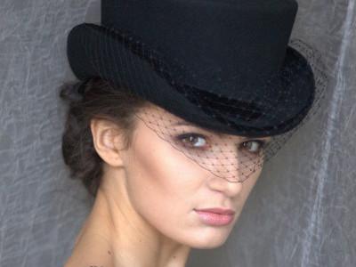 Укороченный цилиндр - шляпка-амазонка. Шляпка для верховой езды с вуалью.