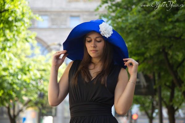 Синяя широкополая шляпа с мгкими полями до плеч