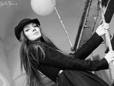 """Черная женская шляпка-котелок фасона """"Veta""""с изогнутыми полями"""