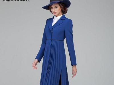 Синяя широкополая фетровая шляпа с пальто