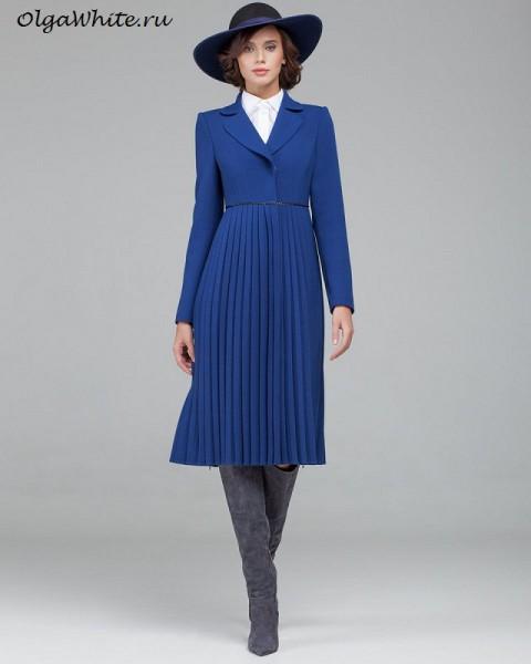 Синяя широкополая шляпа фетр с пальто