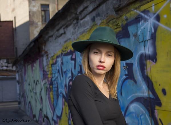 Зеленая широкополая шляпа с прямыми полями купить в СПб