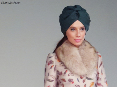 Зеленый тюрбан-чалма для съемки коллекции пальто Модного Дома Екатерины Смолиной
