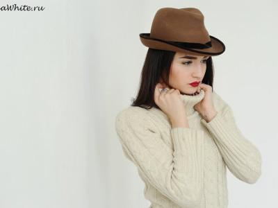 Коричневая шляпа федора - с чем носить