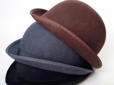 Шляпа котелок коричневый и серый головной убор