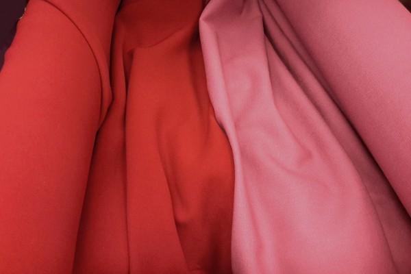 Красный тюрбан. Красный розовый цвет тюрбана чалмы
