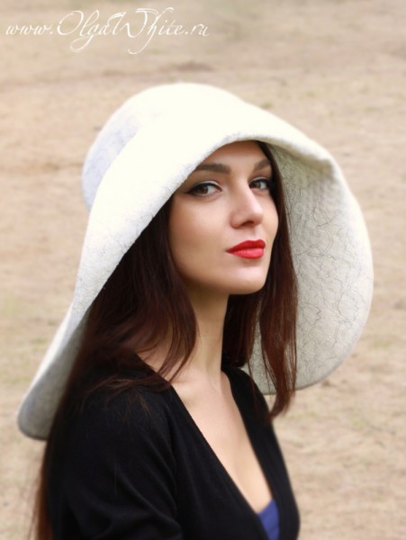 Белая широкополая свадебная шляпа с полями до плеч