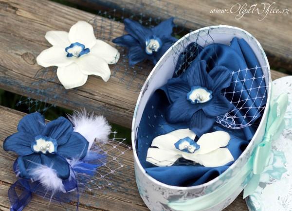 Цветы на свадебную шляпу. Синие с белым цветы.