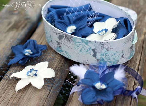Синие и белые цветы на свадебную шляпу