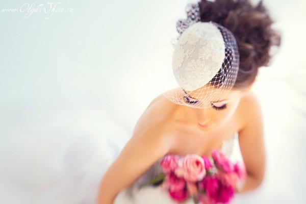 Свадебная белая шляпка-таблетка с кружевом и вуалью