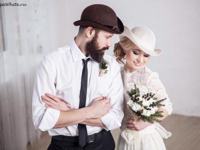 Свадебная белая шляпка для невесты и шляпа-котелок для жениха